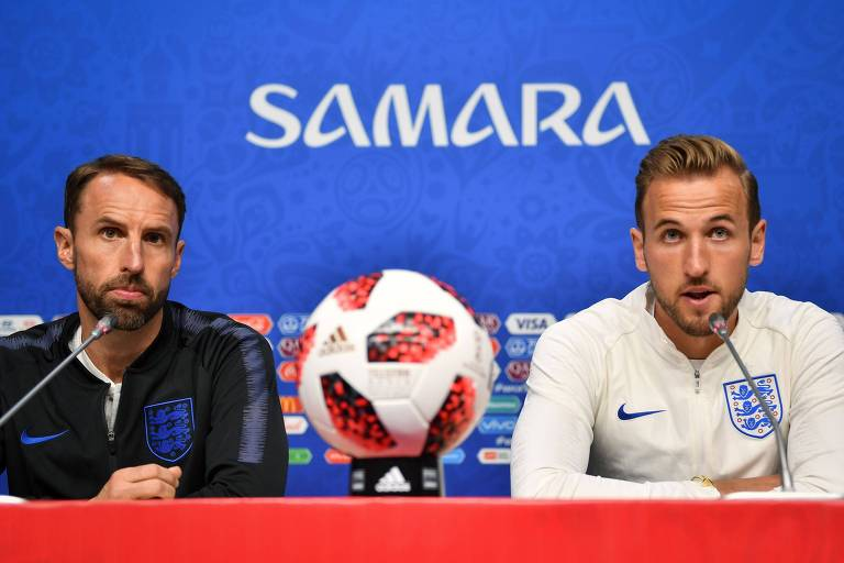 O técnico da Inglaterra, Gareth Southgate (esq.) e o atacante Harry Kane durante coletiva de imprensa