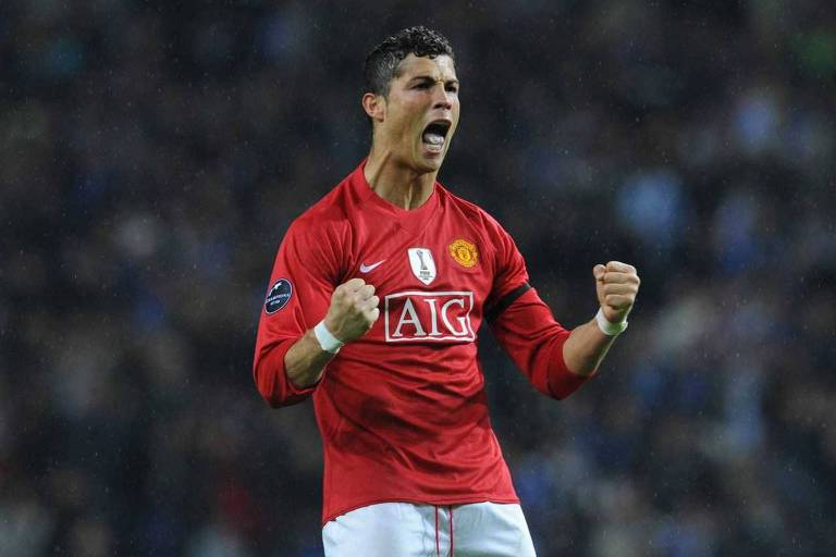 Cristiano Ronaldo comemora gol pelo Manchester United na Liga dos Campeões em abril de 2009