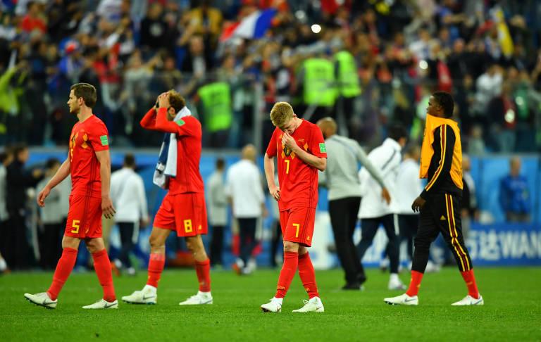 O técnico da França, Didier Deschamps, comemora com Samuel Umtiti a classificação para a final da Copa do Mundo
