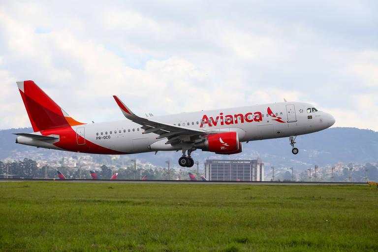 Avião da companhia aérea Avianca Brasil no aeroporto de Cumbica, em Guarulhos. - Amanda Perobelli - 7.mai.17/UOL