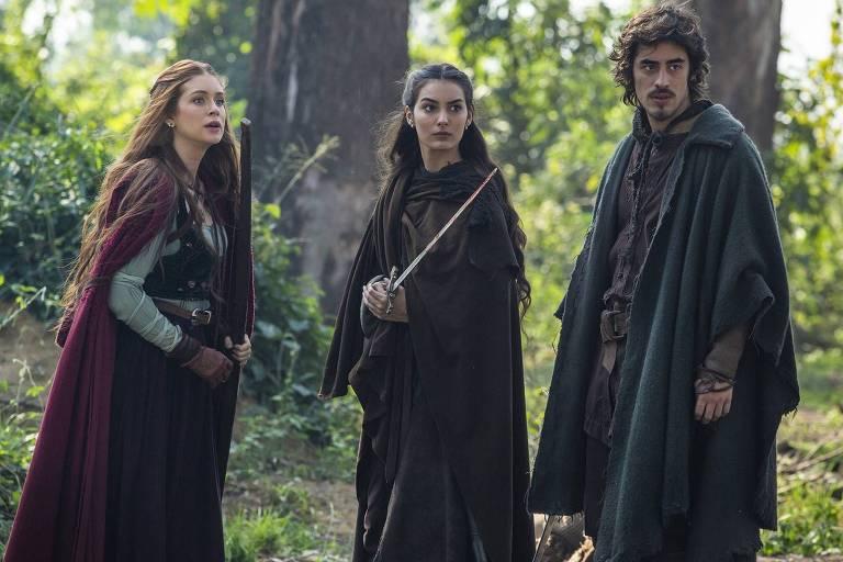 Amália, Selena e Tiago enfrentam bandidos para salvar Diana