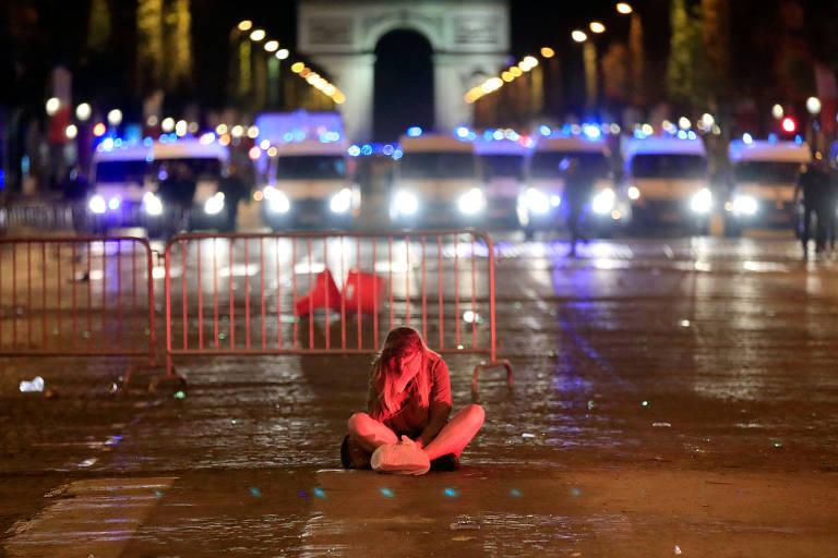 Franceses celebram em Paris a classificação para a final da Copa