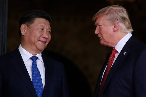 FILE PHOTO: U.S. President Donald Trump welcomes Chinese President Xi Jinping at Mar-a-Lago state in Palm Beach, Florida, U.S., April 6, 2017. REUTERS/Carlos Barria/File Photo ORG XMIT: HFS- SIN204