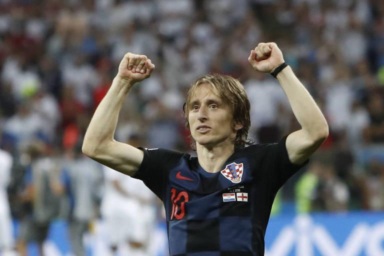 Luka Modric comemora a vitória croata por 2 a 1 sobre a Inglaterra