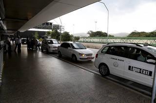 Táxis no desembarque do aeroporto de Cumbica em Guarulhos/SP