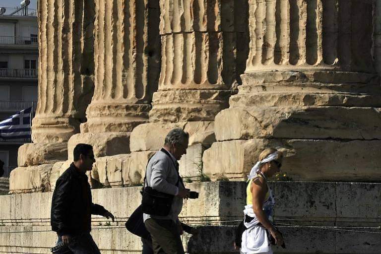 Trecho da 'Odisseia' gravado em placa antiga é achado na Grécia