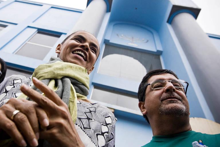 Marina, ao lado do coordenado Julio Pereira, deixa a Assembleia de Deus na campanha de 2010