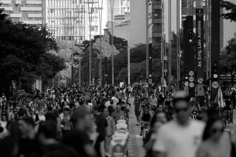 Movimento na avenida Paulista, em São Paulo; Brasil deve perder nos próximos anos o posto de quinta nação mais população do mundo