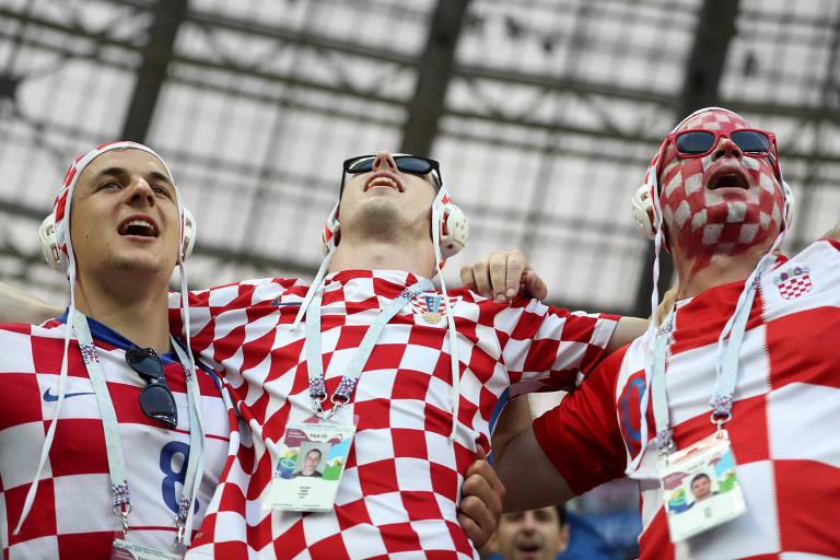 Torcedores croatas comemoram a classificação da seleção à final da Copa do Mundo