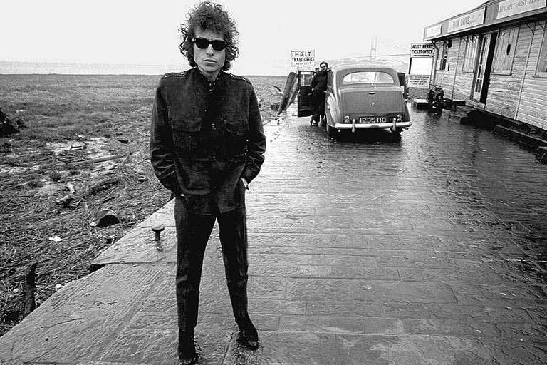"""O cantor e compositor Bob Dylan em cena do documentário """"No Direction Home"""", dirigido por Martin Scorsese"""