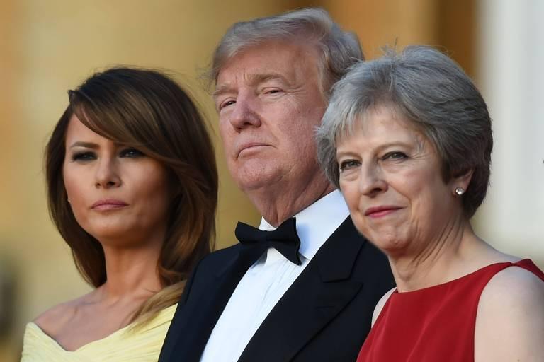 A partir da esquerda, Melania e Donald Trump e a primeira-ministra britânica, Theresa May, em recepção em Londres