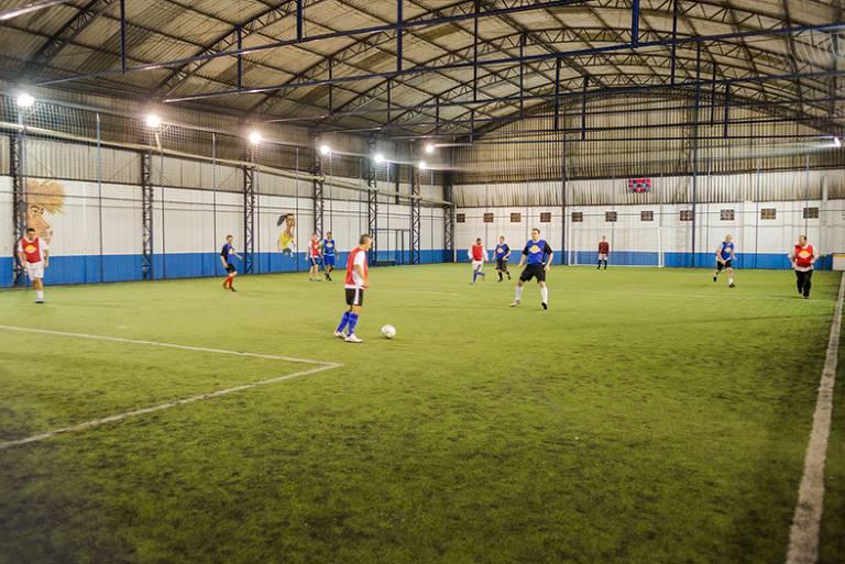 28 lugares com campos de futebol para quem quer ser o craque da ... f64da702b7686