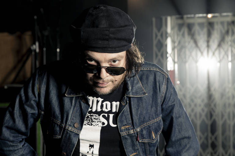 O vocalista Beto Bruno, da banda Cachorro Grande