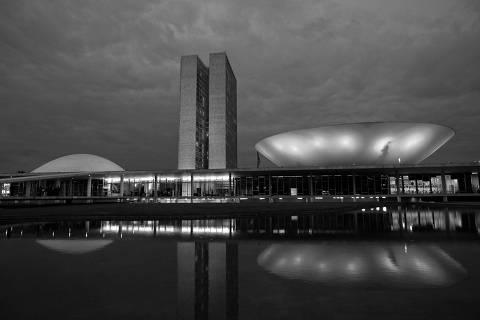 Partidos estudam se unir em federação para sobreviver a Bolsonaro