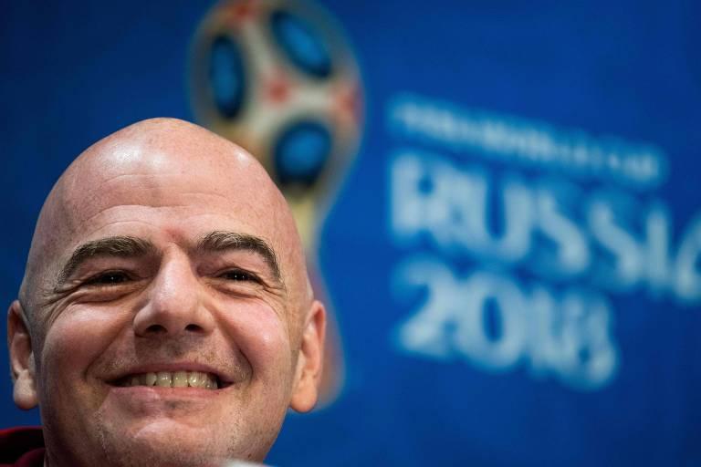 Presidente da Fifa Gianni Infantino ri durante coletiva no Estádio de  Lujniki, nesta sexta-feira (13)