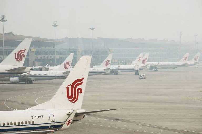 Aviões da Air China em Pequim; companhia investiga o que aconteceu no voo