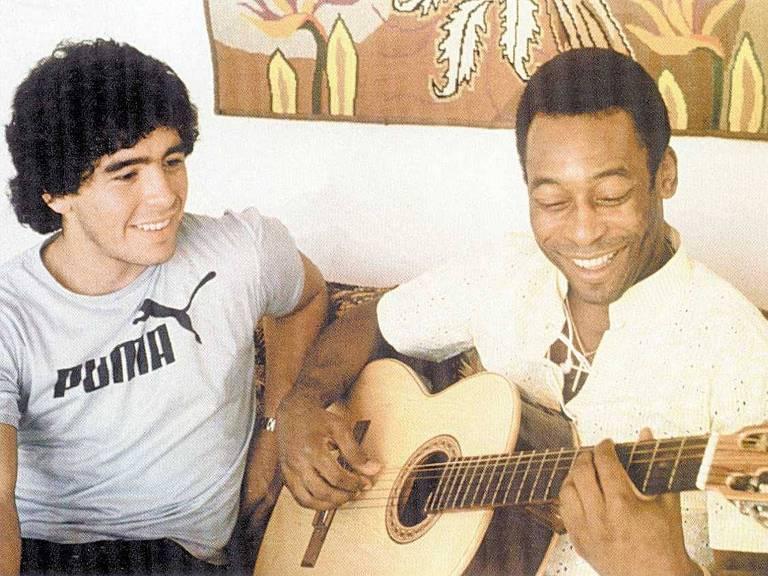 Pelé e Maradona durante encontro no hotel Copacabana Palace, no Rio de Janeiro, em abril de 1979.
