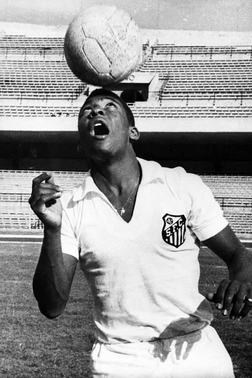 Pelé durante treinamento do Santos em 1967