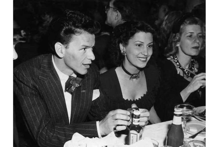 Frank Sinatra ao lado da mulher, Nancy Barbato Sinatra, que morreu nesta sexta, aos 101 anos