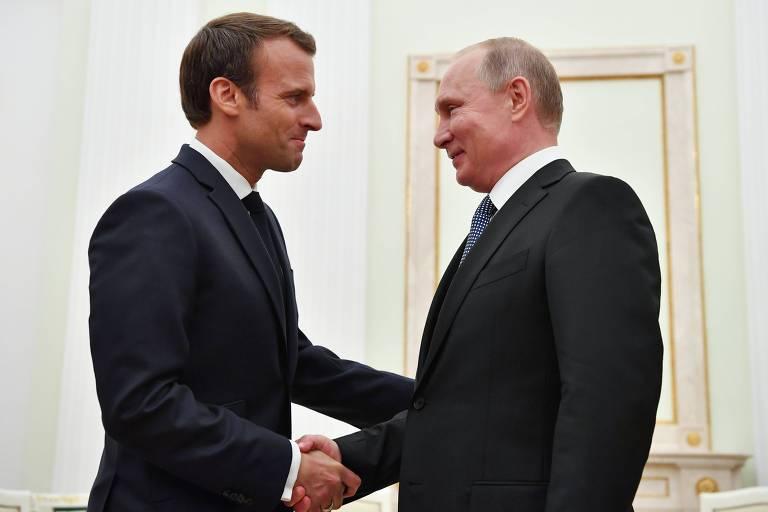 Presidente russo Vladimir Putin em encontro com o francês Emmanuel Macron antes da partida final da Copa, neste domingo (15)