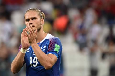 b66d836207450 Iceland s midfielder Rurik Gislason reacts after being defeated by Nigeria  at the end of the Russia