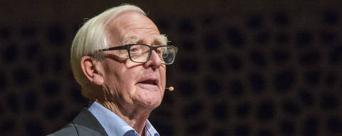 British  author John le Carre speaks in Hamburg, Germany, to promote his new book 'A Legacy of Spies' Sunday, Oct. 15, 2017.  (Daniel Bockwoldt/dpa via AP) ORG XMIT: MHBG102