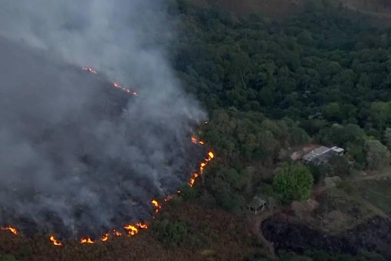 Incêndio no pico do Jaraguá, em São Paulo