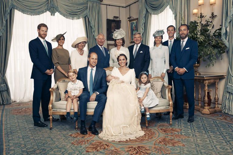 Foto oficial do batizado do Príncipe Louis, que aconteceu em 9 de julho