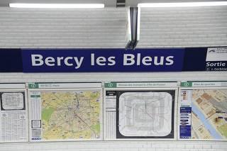 Estações de metrô em Paris homenageiam campeões da Copa