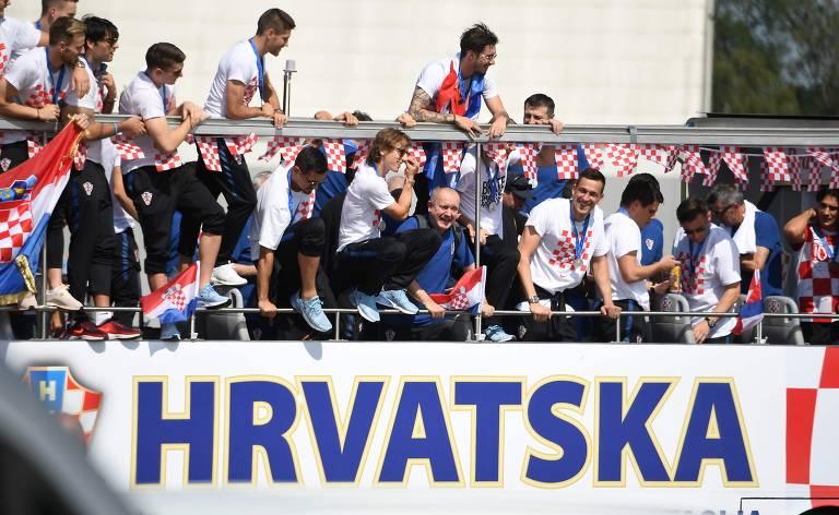Torcedores recepcionam a vice-campeã Croácia em Zagreb