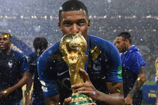 'O rei sempre permanecerá o rei', declara Mbappé sobre Pelé