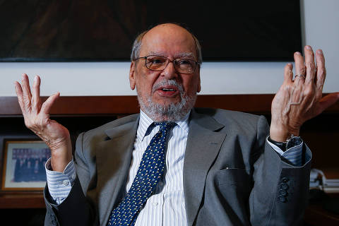 Pertence se reúne com Lula para decidir se deixa ou não a defesa do petista