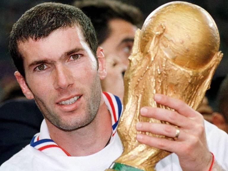 1998: Após França vencer Copa, Zidane revelou que recebia conselhos de Platini