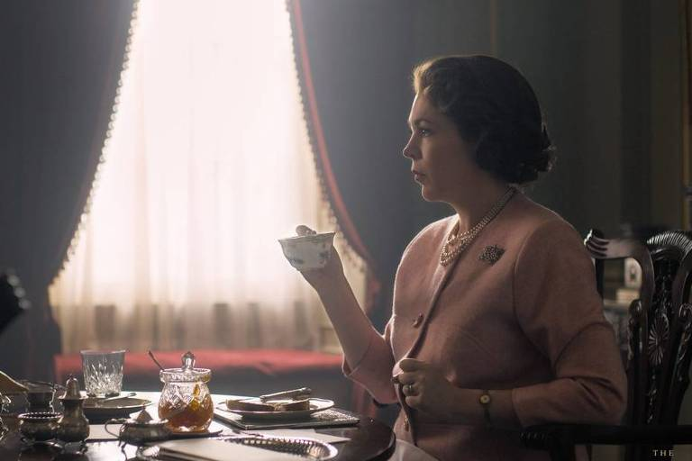 "Olivia Colman em cena da terceira temporada de ""The Crown"""