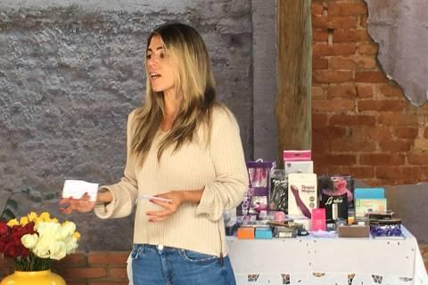Raquel Pacheco, a Bruna Surfistinha, ministra o curso Prazer e Corpo - Nossos Mitos e Verdades na aldeia Círculo das Tradições, na zona sul de São Paulo