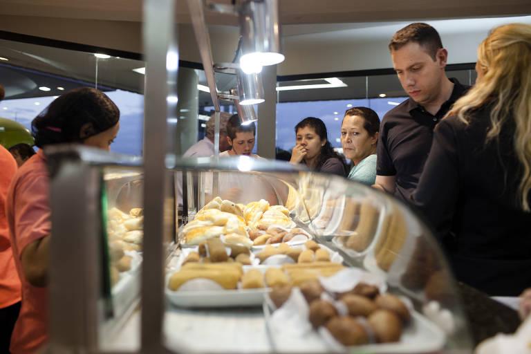 Veja fotos da rede Frango Assado, que teve fusão com empresa de refeições da Copa