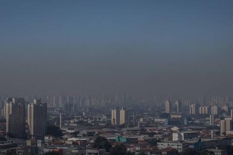 SÃO PAULO, SP, BRASIL, 17-07-2018: Vista de São Paulo do bairro de Santana, onde é possível ver a faixa de poluição. (Foto: Bruno Santos/ Folhapress) *** FSP-COTIDIANO *** EXCLUSIVO FOLHA***