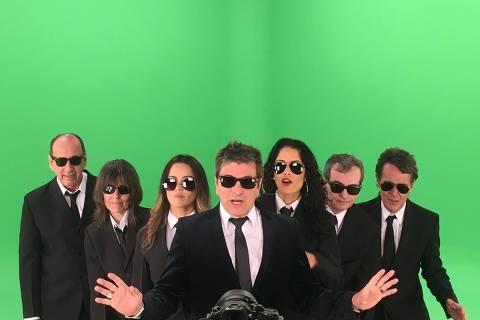 """Evandro Mesquita (à frente) e os músicos da banda Blitz, que fazem show em São Paulo em janeiro/17 para lançar o disco """"Aventuras II"""". Formação da banda: Billy Forghieri (teclados), Juba (bateria), Rogério Meanda (guitarra), Cláudia Niemeyer (baixo), Andréa Coutinho (backing vocal) e Nicole Cyrne (backing vocal). Foto: Divulgação ***DIREITOS RESERVADOS. NÃO PUBLICAR SEM AUTORIZAÇÃO DO DETENTOR DOS DIREITOS AUTORAIS E DE IMAGEM***"""