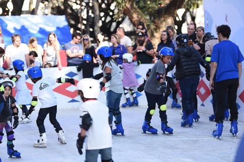 O Iguatemi tem uma pista de patinação no gelo na área externa do shopping