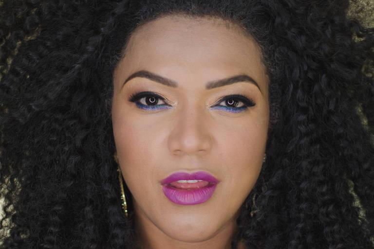 O ultravioleta é a cor do ano, e tomou conta da maquiagem neste inverno