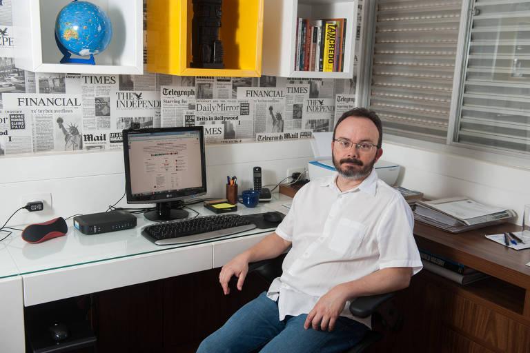 O professor de ciência política da UFMG Bruno P. W. Reis em sua casa, em Belo Horizonte (MG)