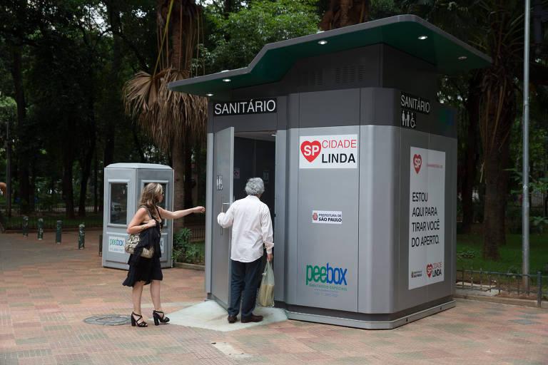 Banheiro instalado na gestão Doria em caráter de teste na praça Dom José Gaspar
