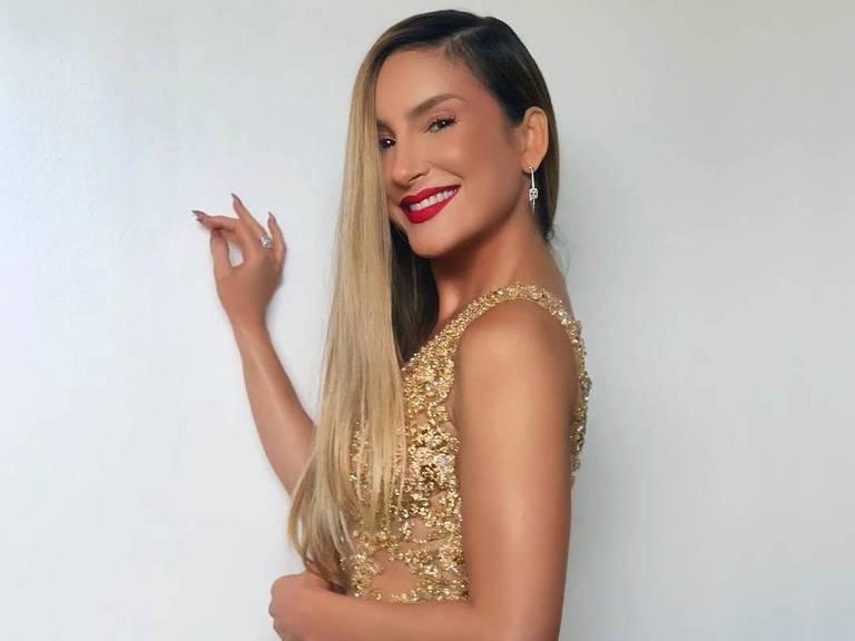 Claudia leitte faz aparição surpresa no The Voice Brasil
