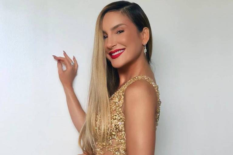 Claudia lLeitte fez aparição surpresa no The Voice Brasil