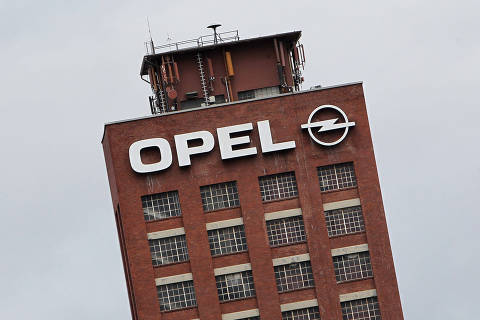 (FILES) In this file photo taken on March 6, 2017 the logo of German car maker Opel is pictured at the company's headquarter in Ruesselsheim, Germany, March 6, 2017. According to German media reports on July 14, 2018, the Federal Motor Transport Authority has found indications that Opel has manipulated exhaust emissions in diesel vehicles. / AFP PHOTO / Daniel ROLAND ORG XMIT: 06-03-17-ROL004