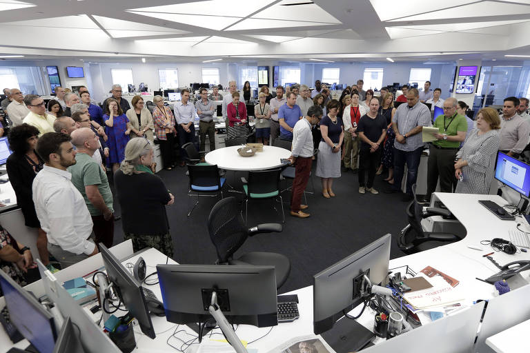 Jornalistas da Associated Press em NY fazem um minuto de silêncio para os mortos no ataque ao jornal Capital Gazette em julho de 2018