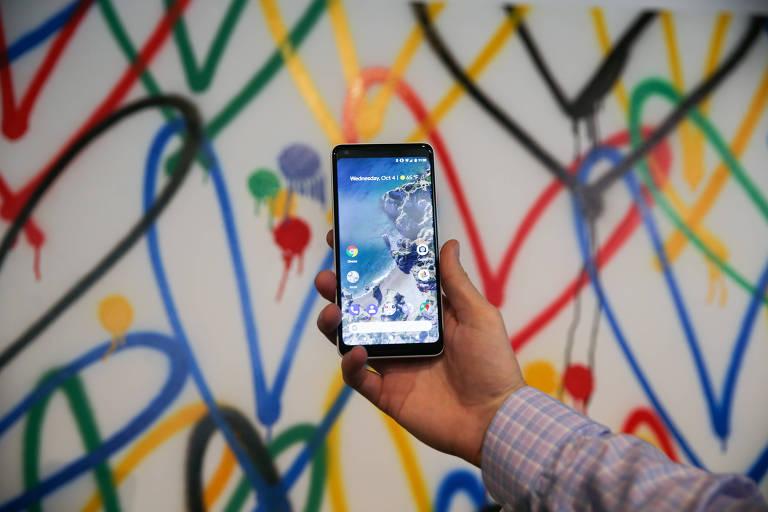 Smartphone Google Pixel 2 XL em um evento de lançamento em San Francisco, Califórnia
