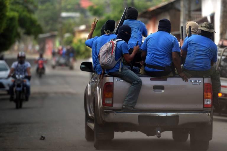 Paramilitares armados em bairro de Monimbó, na cidade de Masaya, na Nicarágua