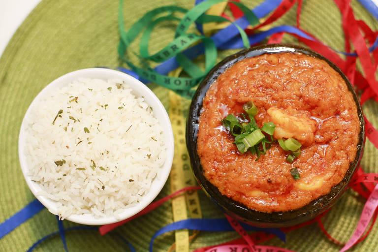 Bobó de camarão e arroz servidos pelo Sotero