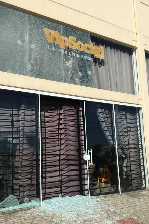 Fachada da sede da Vip Social, que foi atacada a tiros